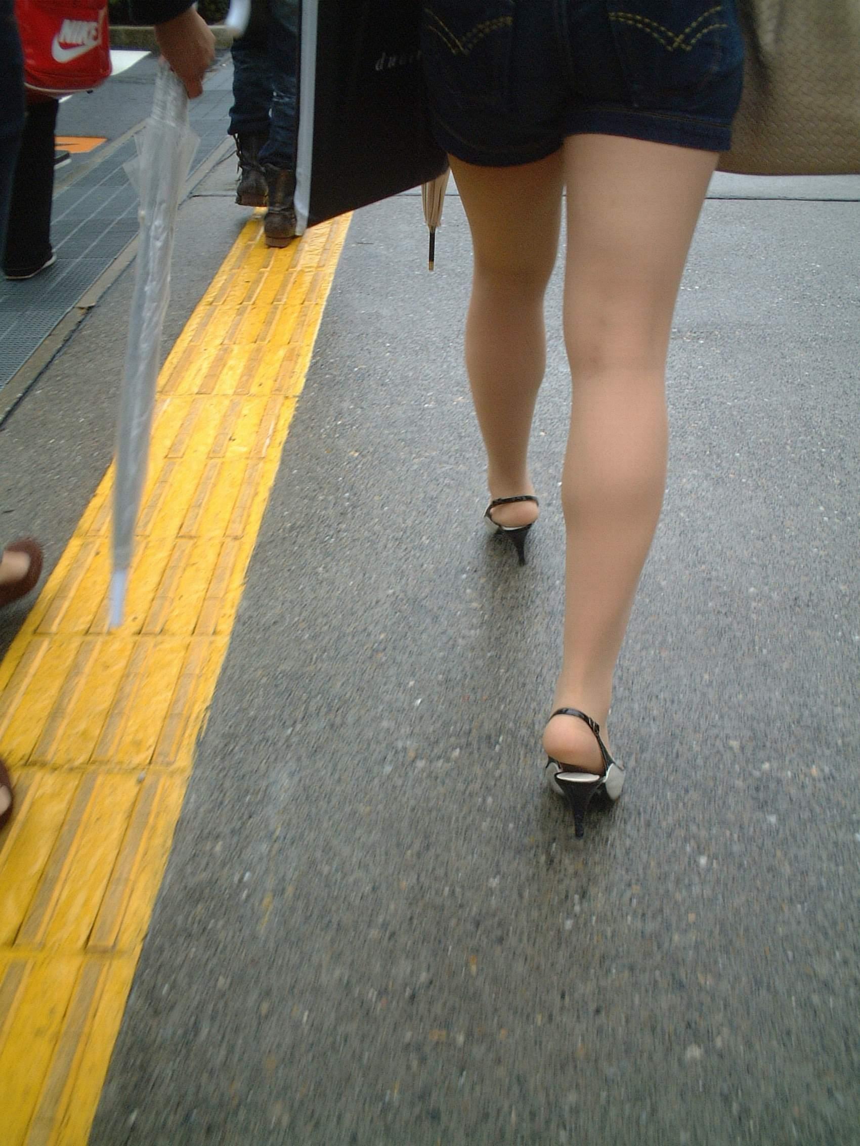 【美脚エロ画像】舐めた事ある人いる?窪みが気になる美脚のひざ裏www 26