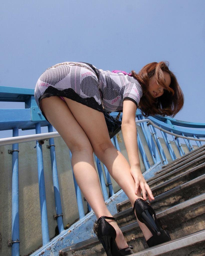 【美脚エロ画像】舐めた事ある人いる?窪みが気になる美脚のひざ裏www 30