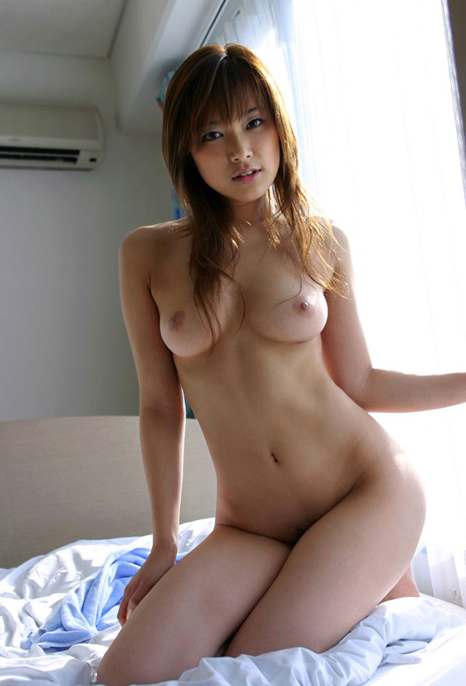 【裸体エロ画像】電気は消しません。明るい中でヤるしかない全裸の美女www 18