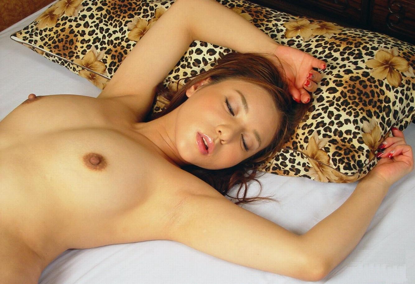 【腋フェチエロ画像】乳揉みながら舐め尽くしたいw美女の綺麗な腋の下www 08