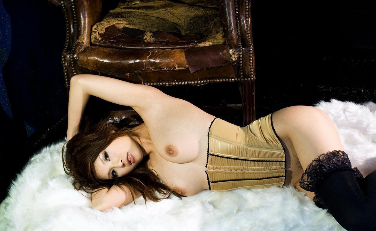 【腋フェチエロ画像】乳揉みながら舐め尽くしたいw美女の綺麗な腋の下www 18