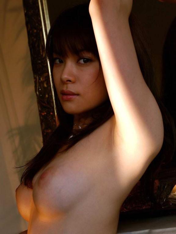 【腋フェチエロ画像】乳揉みながら舐め尽くしたいw美女の綺麗な腋の下www 23