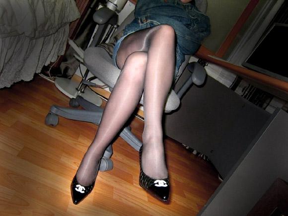 踏み倒されたい…!?セクシーなお姉さんの脚フェチ画像×48