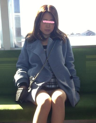 【パンチラエロ画像】眺めたいから座りたいw降りるまで凝視の電車対面チラwww 09