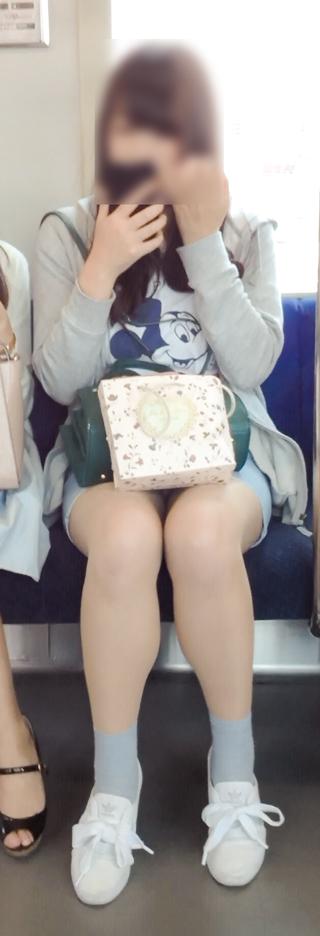 【パンチラエロ画像】眺めたいから座りたいw降りるまで凝視の電車対面チラwww 29
