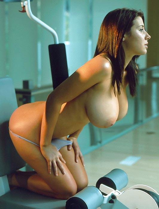 【海外エロ画像】デカすぎて手に負えるかな…と困らせて欲しい外人さんの巨乳www 04
