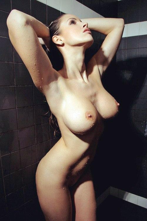 【海外エロ画像】デカすぎて手に負えるかな…と困らせて欲しい外人さんの巨乳www 12