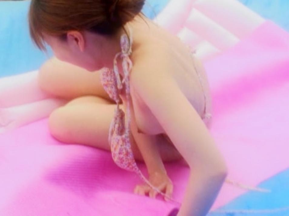 【水着エロ画像】ビキニ女子にはいつも期待するw外れて乳首がポロった瞬間www 24