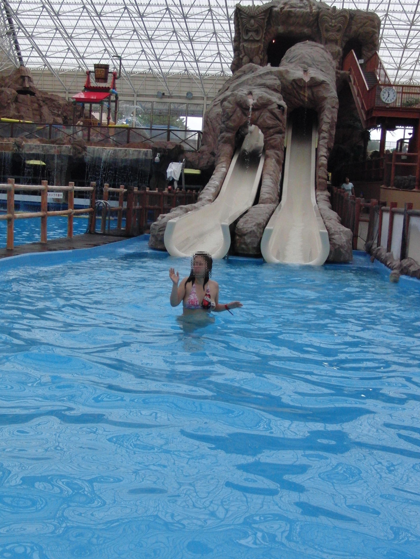 【水着エロ画像】ビキニ女子にはいつも期待するw外れて乳首がポロった瞬間www 30
