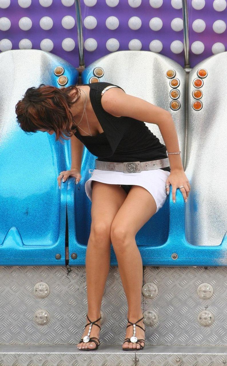 【パンチラエロ画像】ミニスカ女子が腰を下ろせば即ち…見逃せないパンチラ中www 22