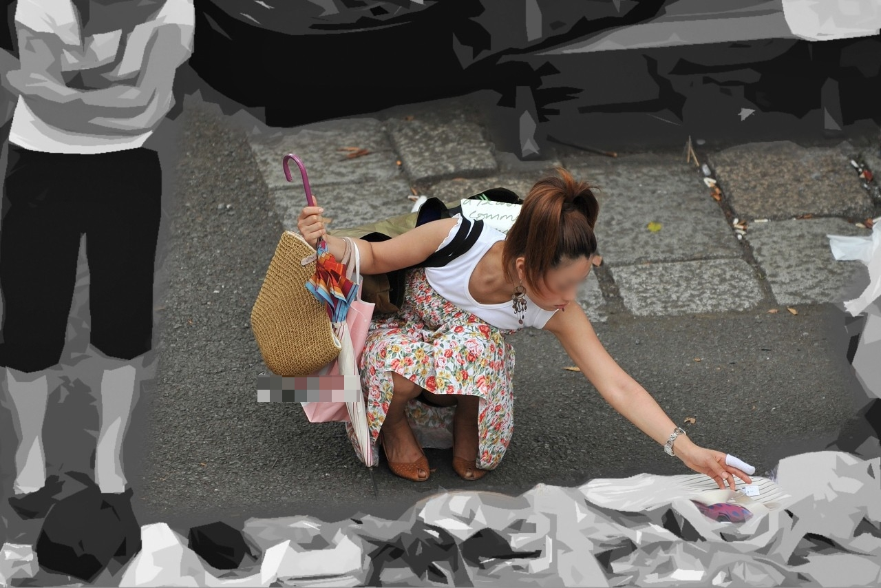 【パンチラエロ画像】ミニスカ女子が腰を下ろせば即ち…見逃せないパンチラ中www 30
