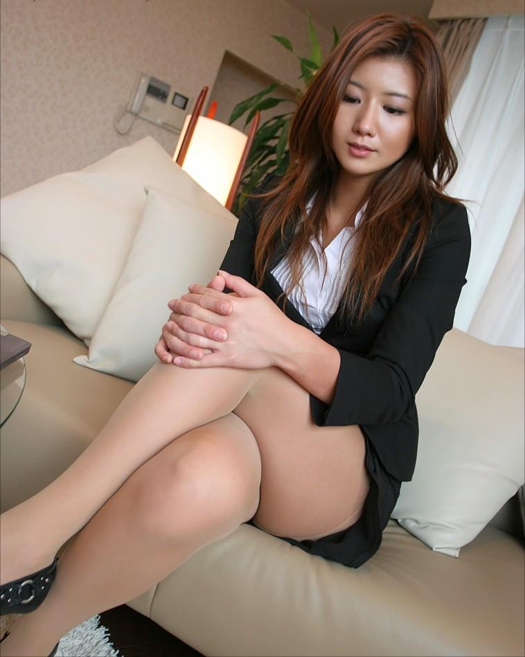 【美脚エロ画像】組んだらムッチリ感が強まってイイ感じw艶めかしい女の太ももwww 20