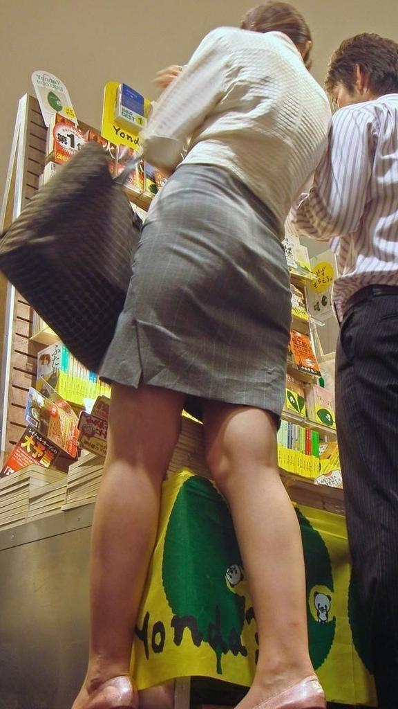 【着尻エロ画像】生で見なくとも十分!形も大きさも明確な街のお尻www 25