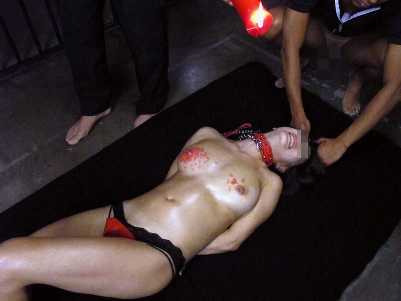 【SMエロ画像】熱い!でも逃げられない…緊縛M女への熱蝋責め調教www 04
