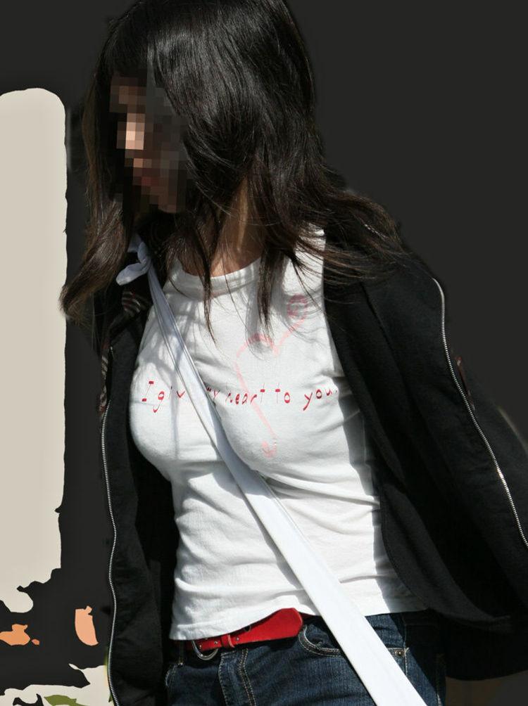 【巨乳エロ画像】サイズいくつだろうか…眺めながら考える街の着衣おっぱいwww 09