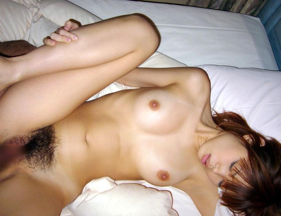 【セックスエロ画像】快感というより安心w女性の支持率高い正常位でパコられる方々www 14