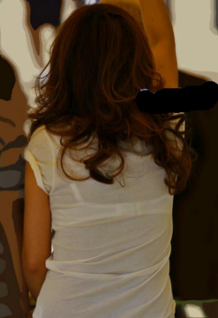 【透けブラエロ画像】脱いでも痕が残りそうw背中にピッチリブラ透け女子www 02