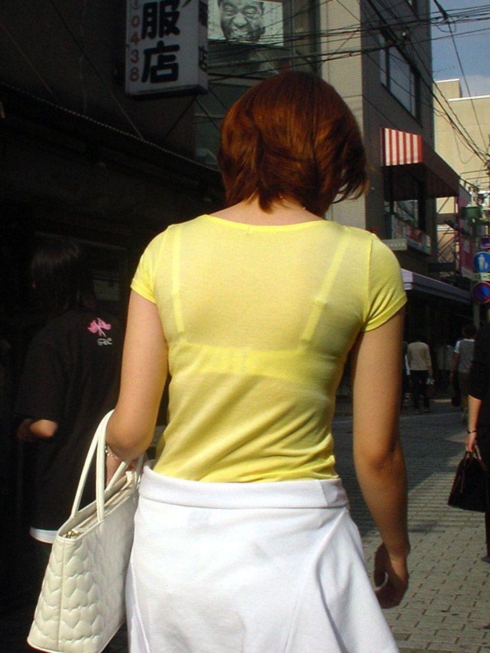 【透けブラエロ画像】脱いでも痕が残りそうw背中にピッチリブラ透け女子www 09