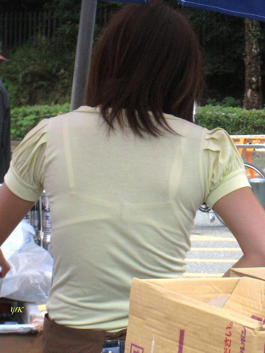 【透けブラエロ画像】脱いでも痕が残りそうw背中にピッチリブラ透け女子www 18