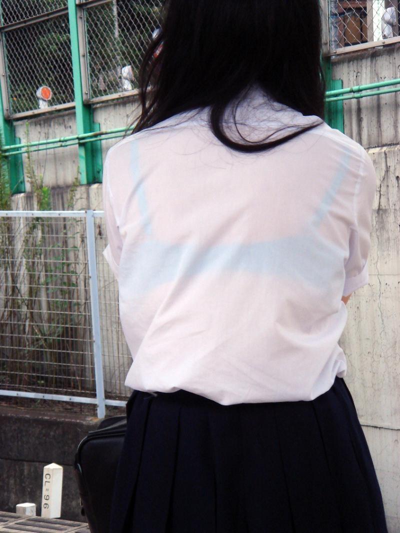 【透けブラエロ画像】脱いでも痕が残りそうw背中にピッチリブラ透け女子www 28