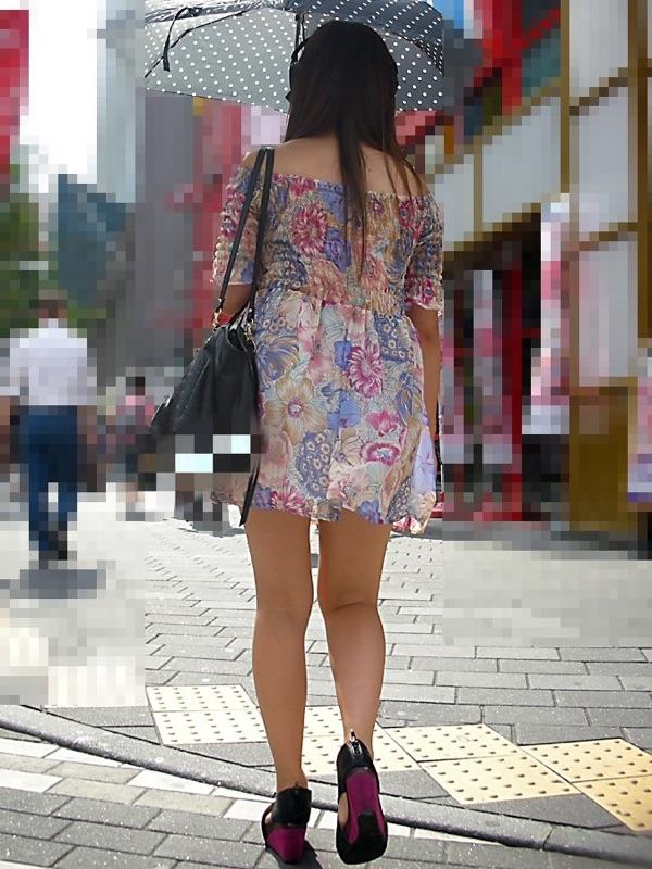 【美脚エロ画像】付け根ギリギリ再び…大人の生脚は春到来のお知らせwww 12