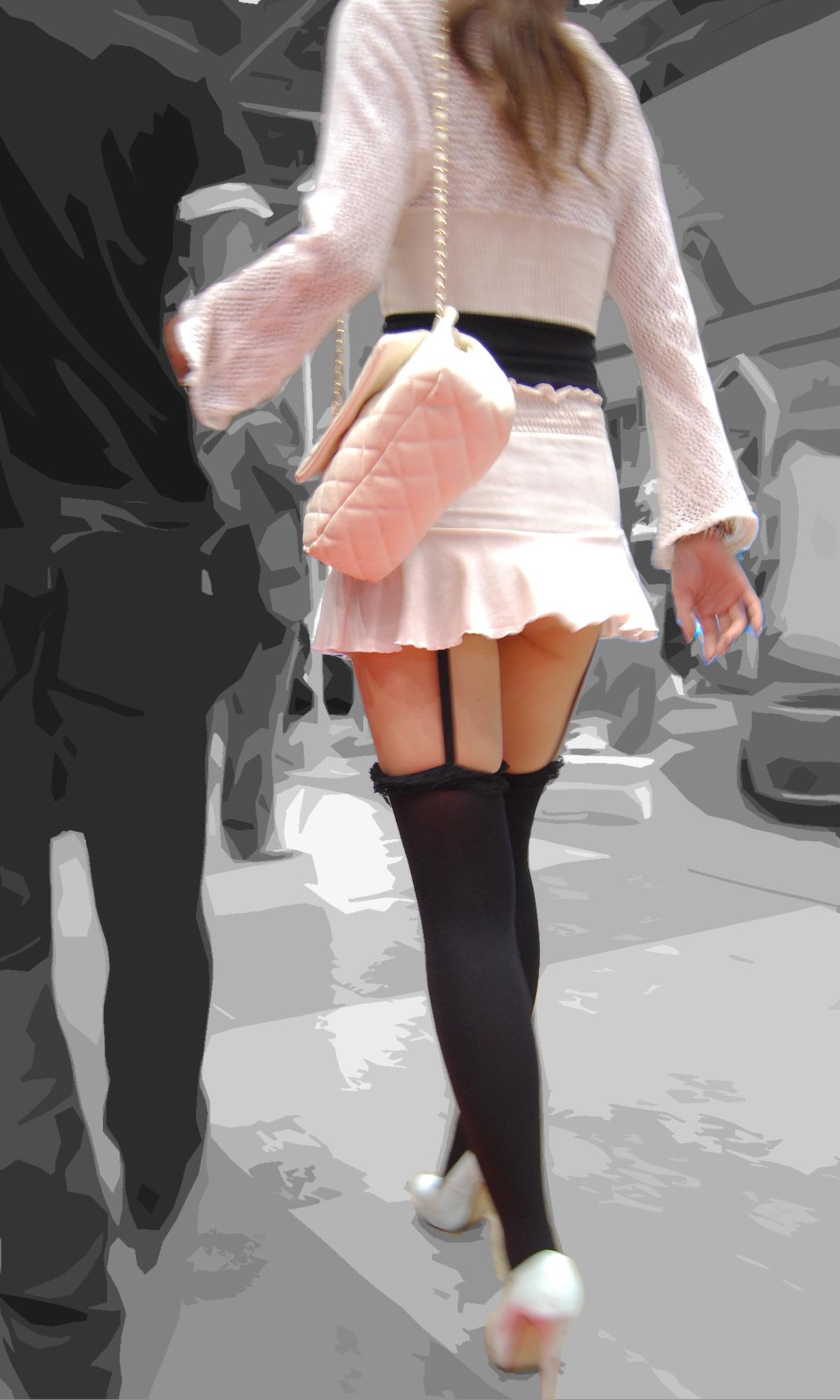 【美脚エロ画像】付け根ギリギリ再び…大人の生脚は春到来のお知らせwww 20