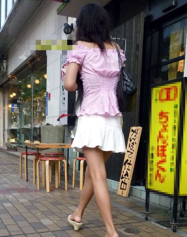 【美脚エロ画像】付け根ギリギリ再び…大人の生脚は春到来のお知らせwww 29