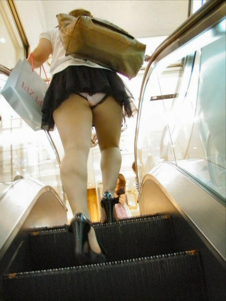 【パンチラエロ画像】お願い上って!階段なら見えやすいローアングル覗きwww 14