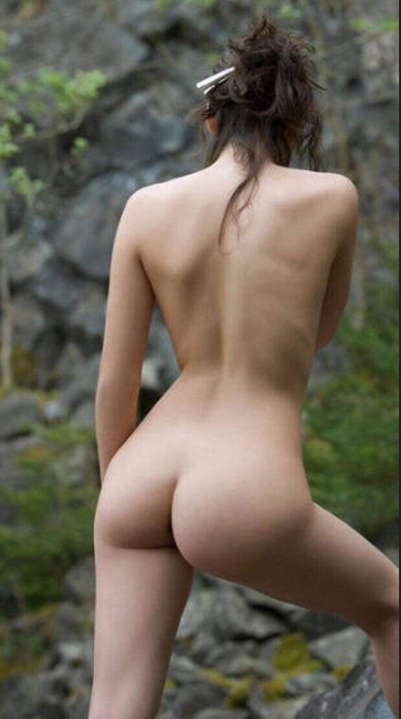 【美尻エロ画像】綺麗ならキスマーク付けも考えたいw是非側に欲しい生美尻www 01