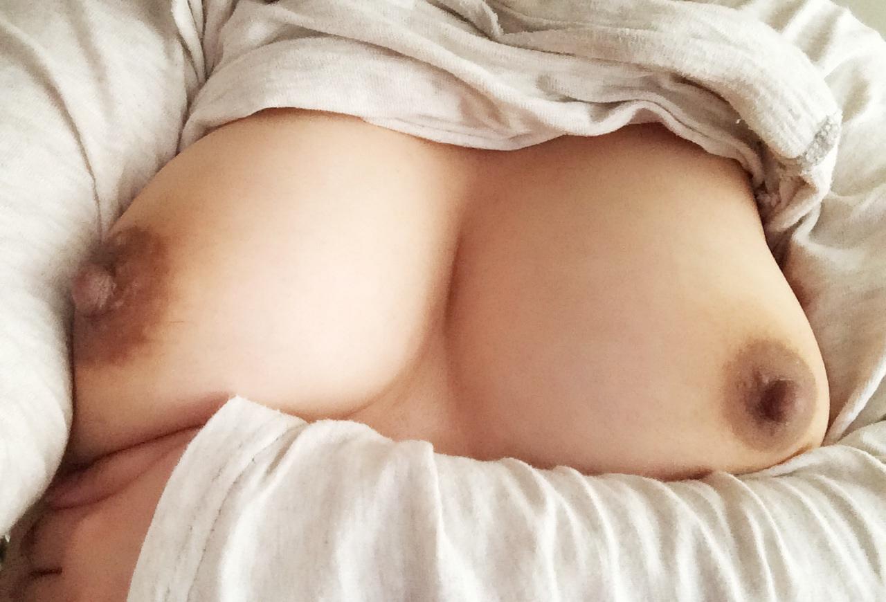 【自撮りエロ画像】女神は毎晩やって来る!そして披露される絶品美乳www 22