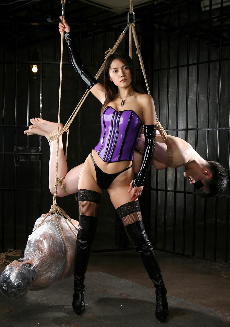 【SMエロ画像】跪きなさい…セクシー女王様によるありがたいお仕置きの数々www 07