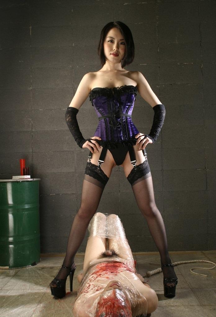 【SMエロ画像】跪きなさい…セクシー女王様によるありがたいお仕置きの数々www 08
