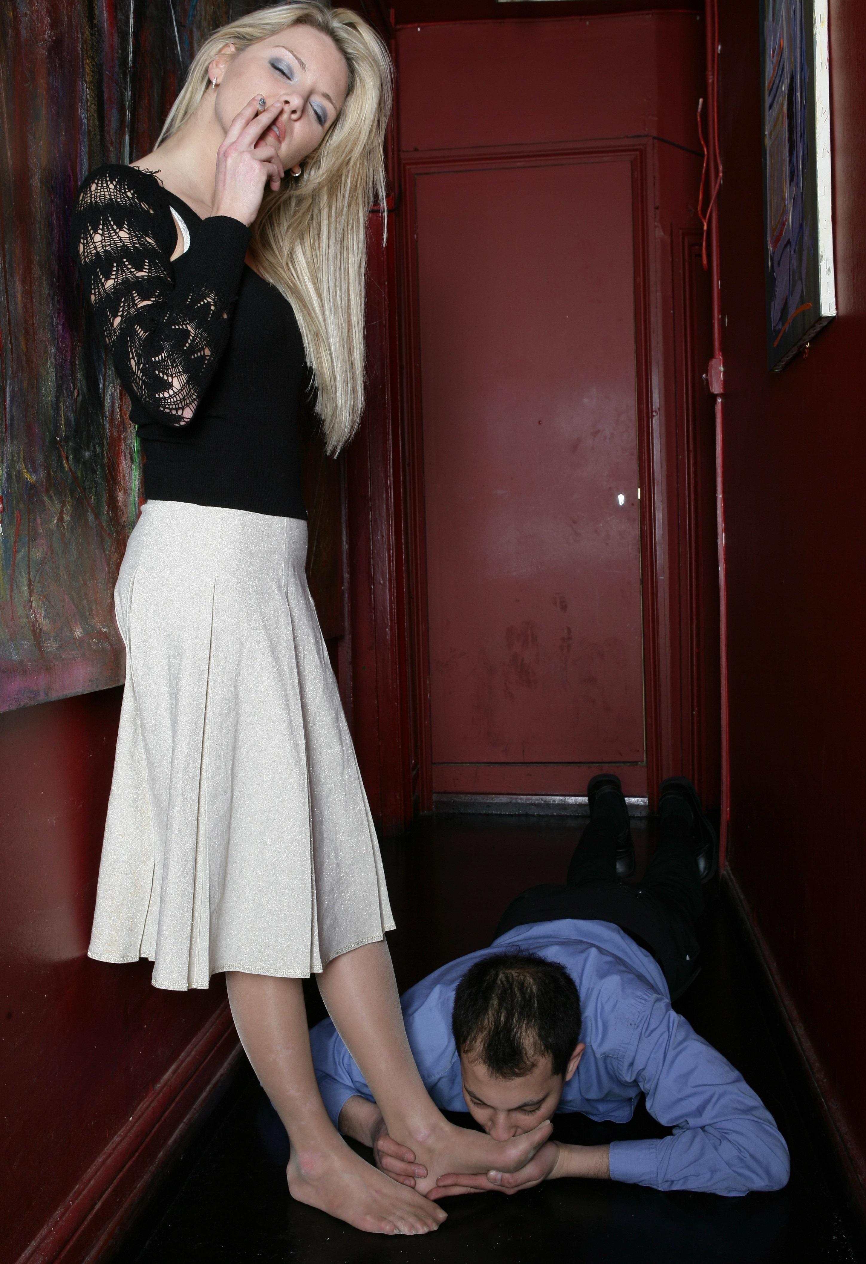 【SMエロ画像】跪きなさい…セクシー女王様によるありがたいお仕置きの数々www 22