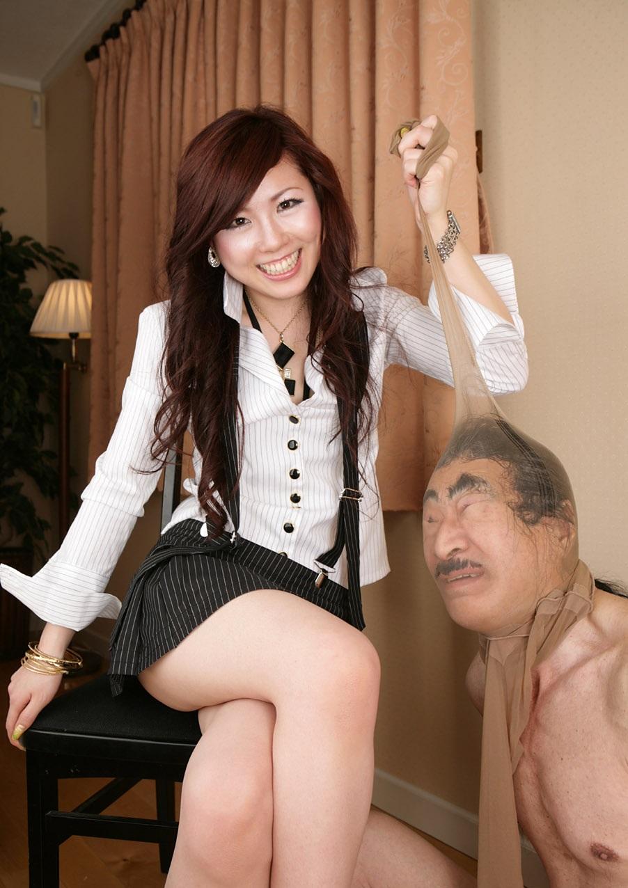 【SMエロ画像】跪きなさい…セクシー女王様によるありがたいお仕置きの数々www 26