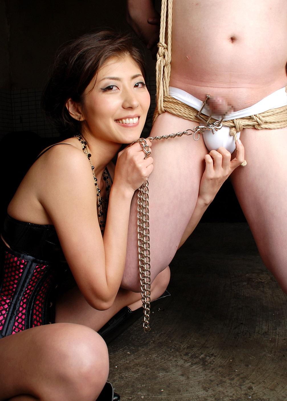 【SMエロ画像】跪きなさい…セクシー女王様によるありがたいお仕置きの数々www 30