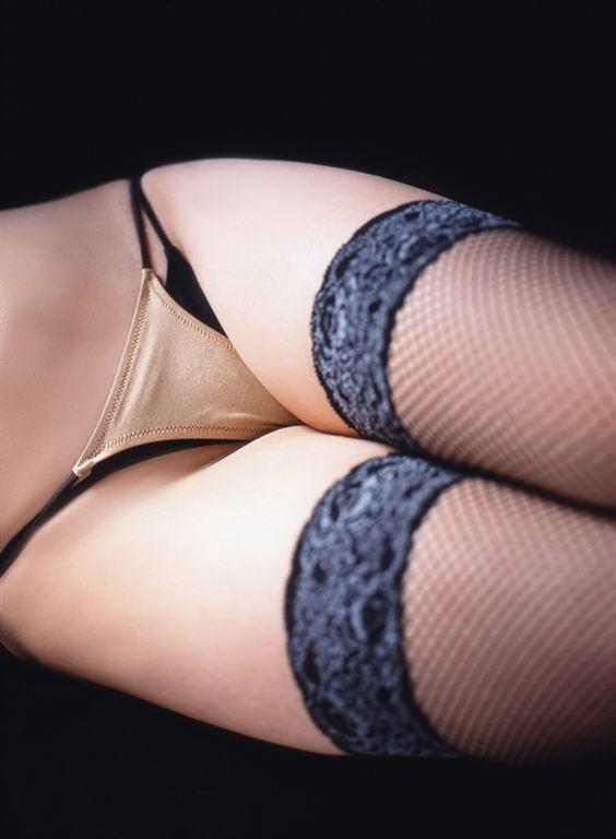 【下着エロ画像】パンチラじゃないから恥ずかしくない?潔さ感じるパンツだけの下半身www 20