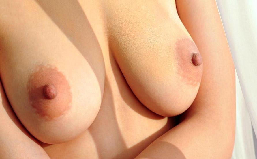【乳輪エロ画像】要は乳房とのバランスw吸い付きたくてたまらなくなる巨乳輪www 02