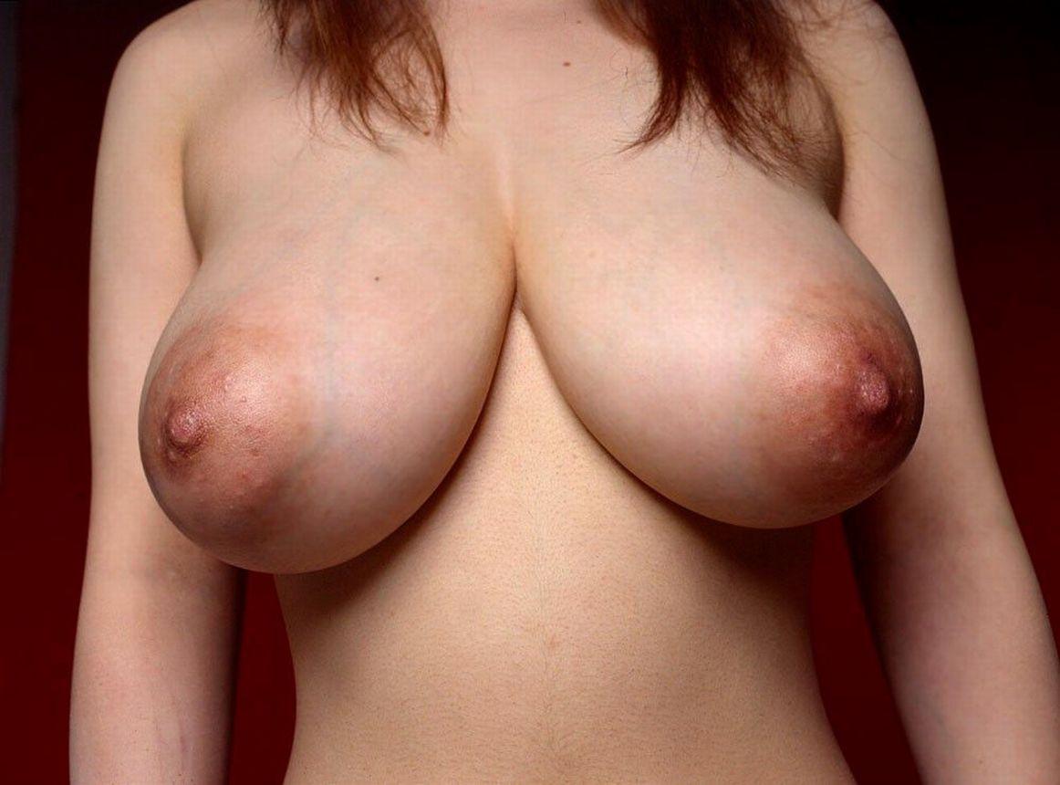 【乳輪エロ画像】要は乳房とのバランスw吸い付きたくてたまらなくなる巨乳輪www 13