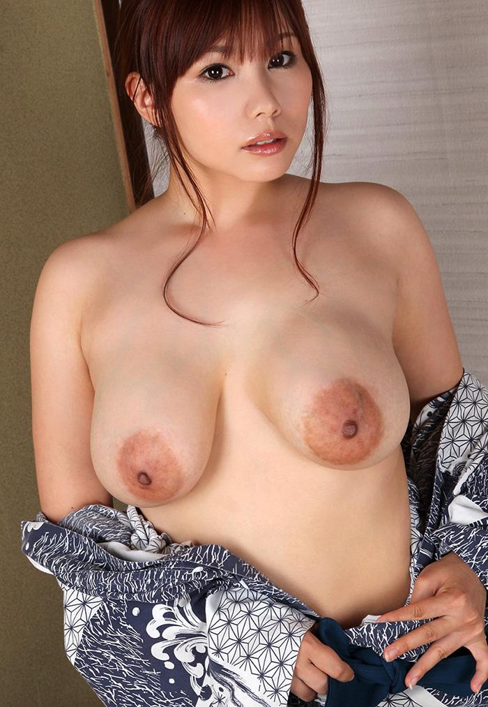 【乳輪エロ画像】要は乳房とのバランスw吸い付きたくてたまらなくなる巨乳輪www 17