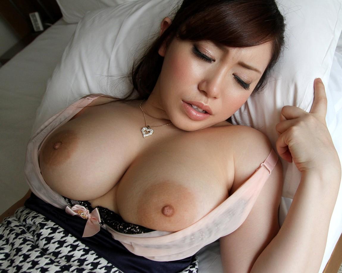 【乳輪エロ画像】要は乳房とのバランスw吸い付きたくてたまらなくなる巨乳輪www 22