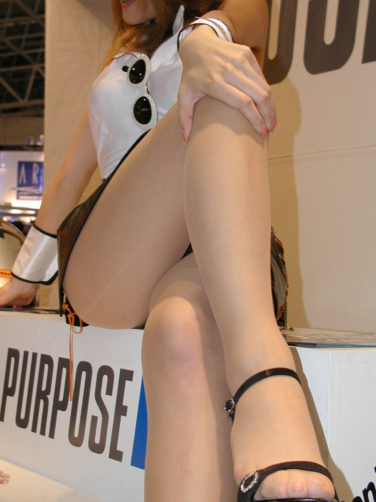 【キャンギャルエロ画像】美脚であるのが最低条件w脚線美で攻めるキャンギャルの皆さんwww 05
