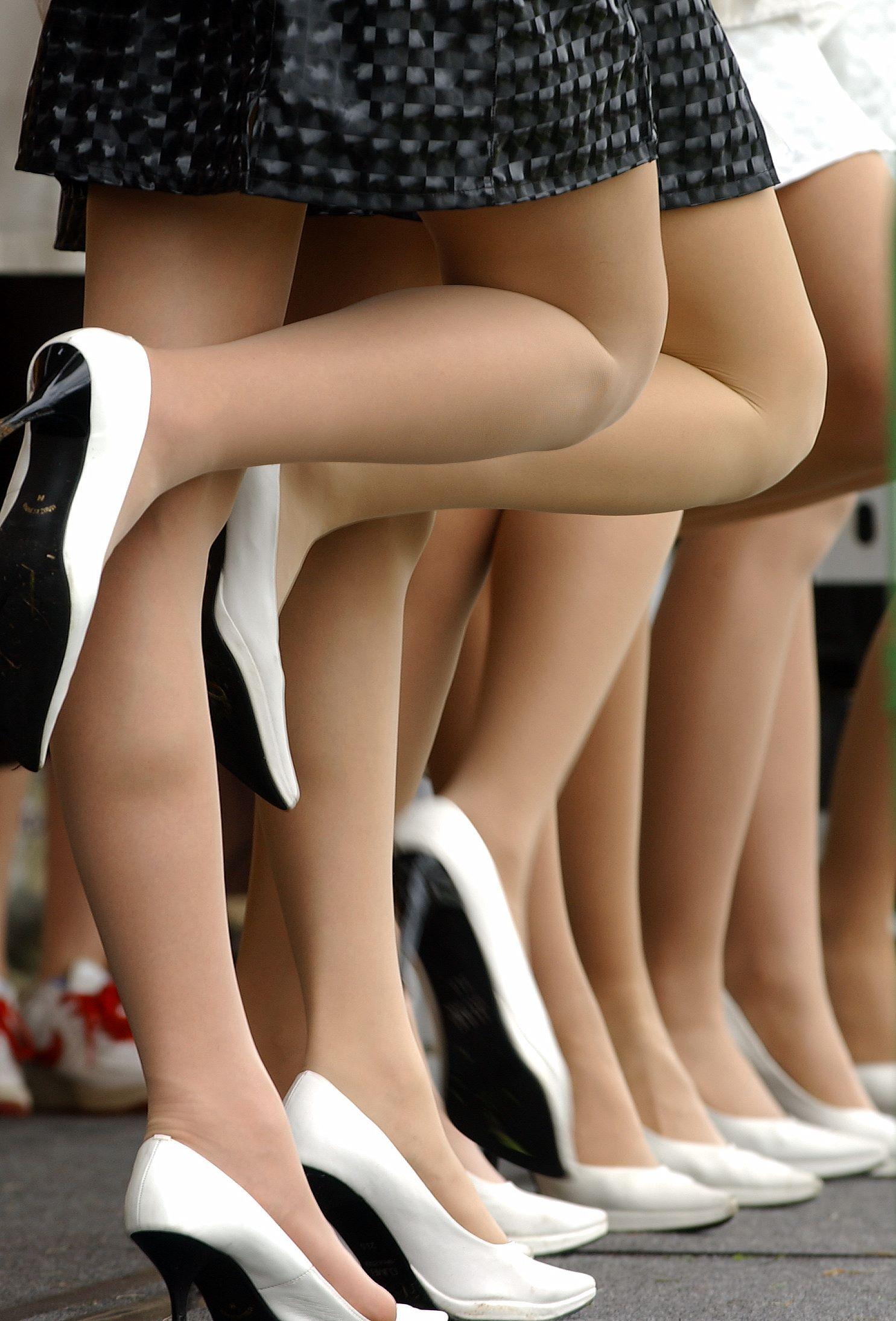 【キャンギャルエロ画像】美脚であるのが最低条件w脚線美で攻めるキャンギャルの皆さんwww 13
