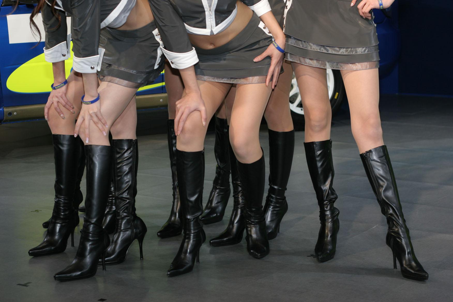 【キャンギャルエロ画像】美脚であるのが最低条件w脚線美で攻めるキャンギャルの皆さんwww 16