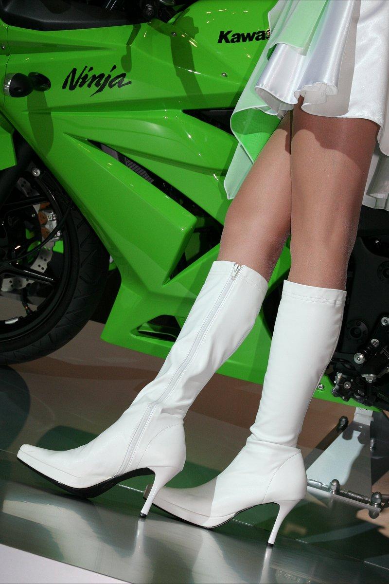 【キャンギャルエロ画像】美脚であるのが最低条件w脚線美で攻めるキャンギャルの皆さんwww 21