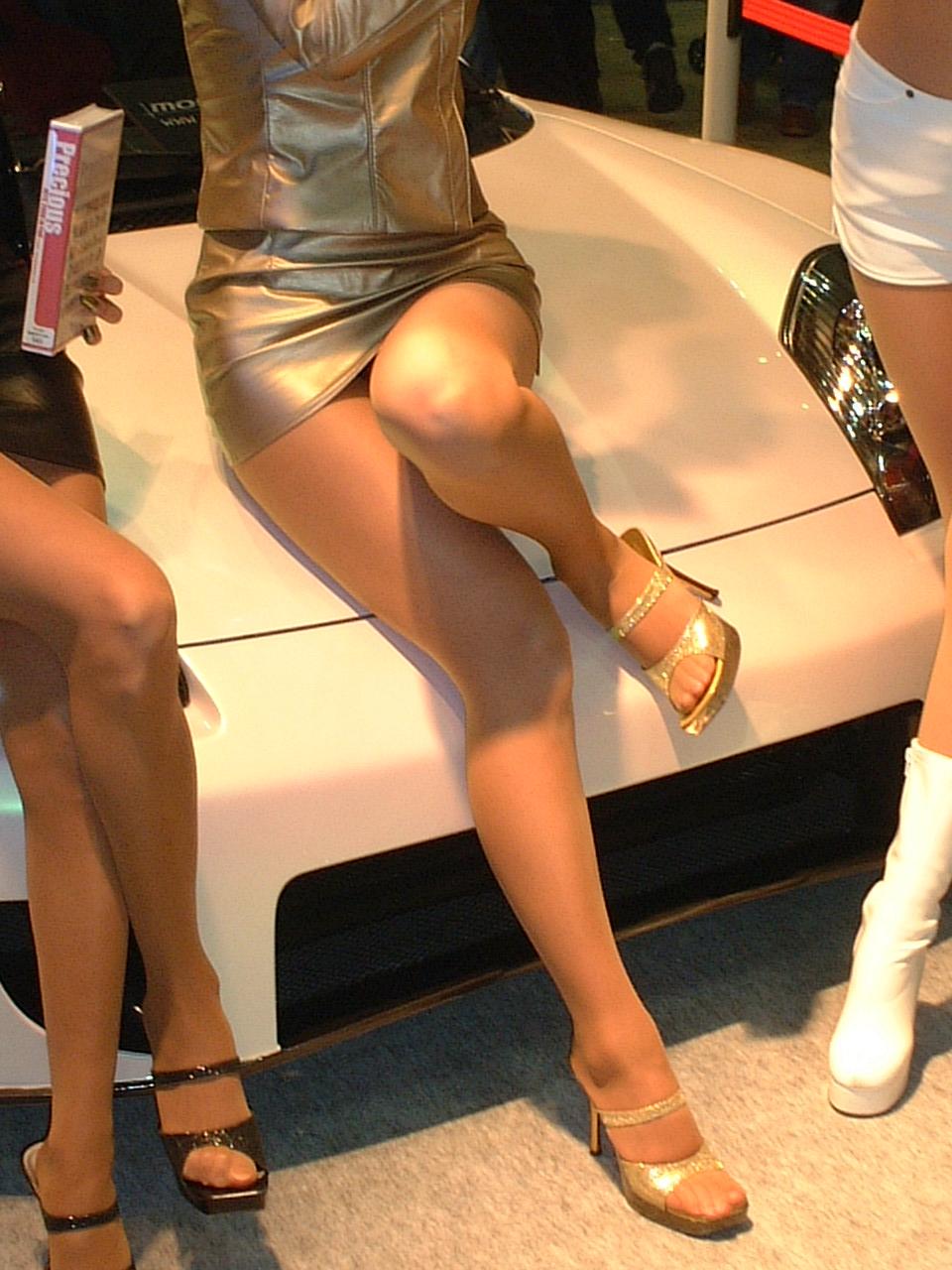 【キャンギャルエロ画像】美脚であるのが最低条件w脚線美で攻めるキャンギャルの皆さんwww 26