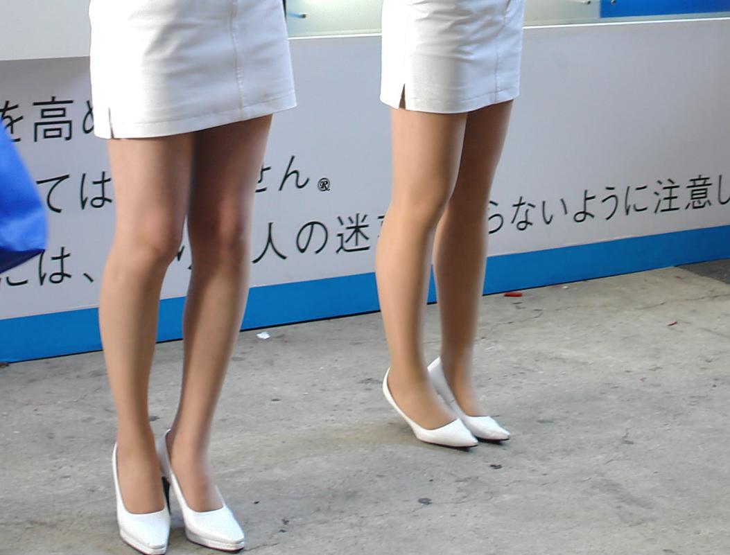 【キャンギャルエロ画像】美脚であるのが最低条件w脚線美で攻めるキャンギャルの皆さんwww 28
