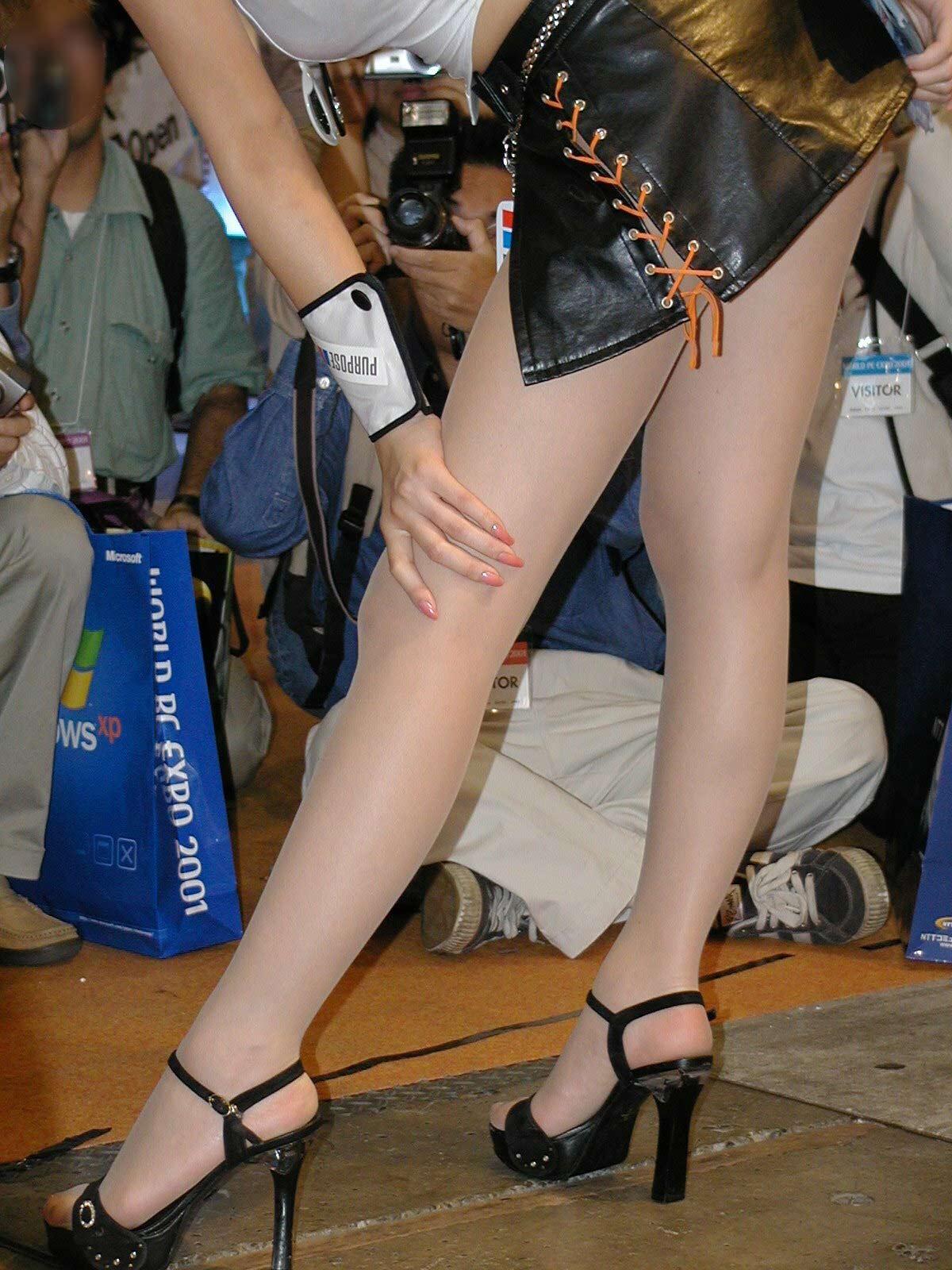 【キャンギャルエロ画像】美脚であるのが最低条件w脚線美で攻めるキャンギャルの皆さんwww 29