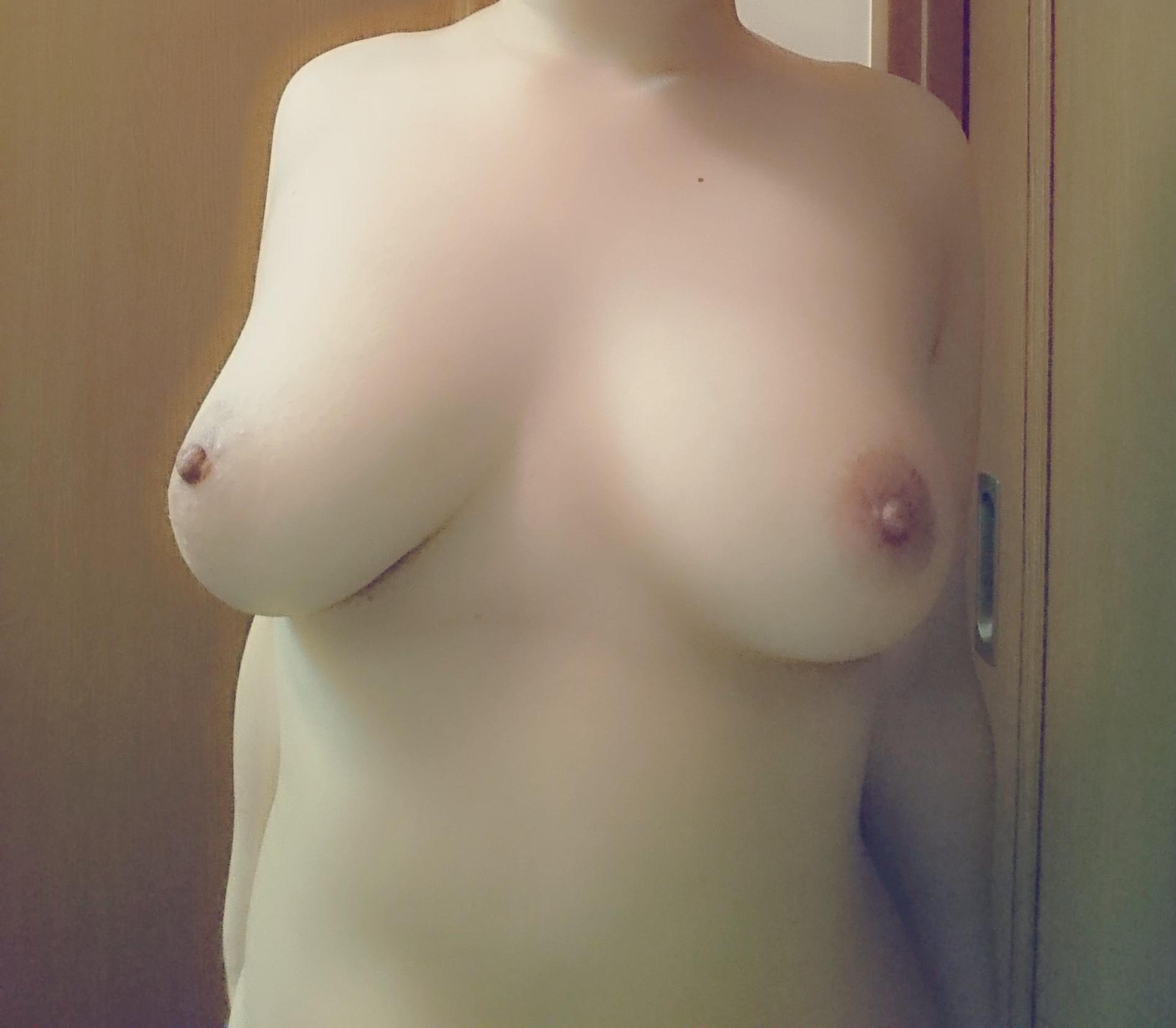 【自撮りエロ画像】おかず不足ならば是非にw見放題な女神達の自撮りおっぱいwww 03