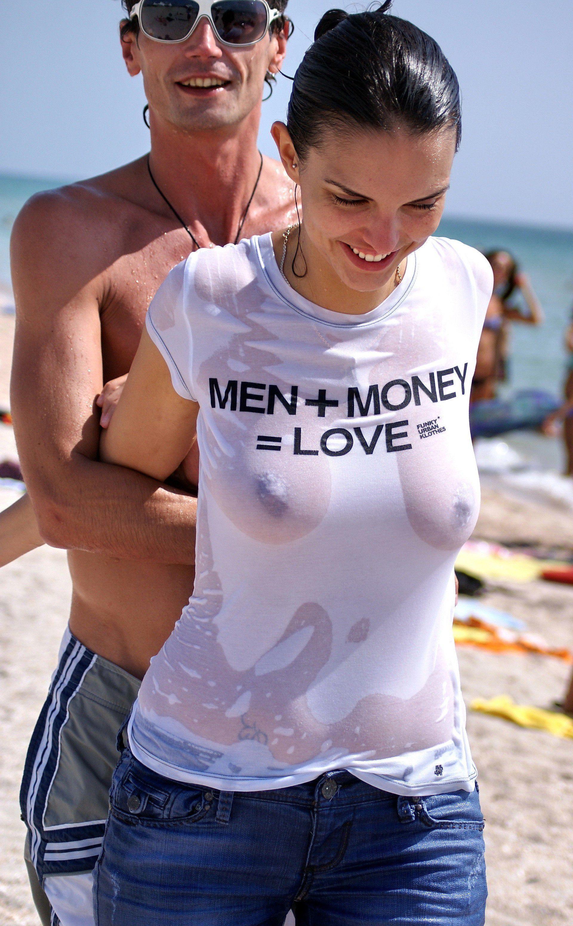 【海外エロ画像】ノーブラが基本なので…外人さんの見えても平気な濡れ透け乳首www 13