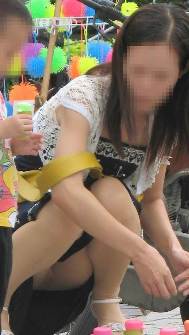 【パンチラエロ画像】地べた女子多数w花見のシーズンに期待の座りチラ女子www 15
